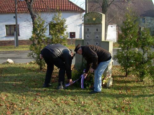 Položení věnce k pomníčku padlých vojínů 2010