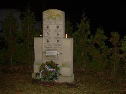 Položení věnce k pomníčku padlých vojínů 2009