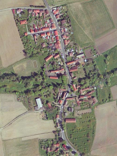 Ortofoto pohled nadolní část obce