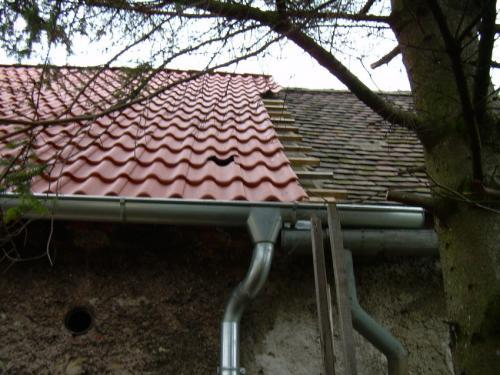 Poškozená střecha nastodole